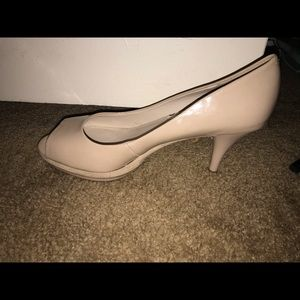 9west peep toe pump neutral color